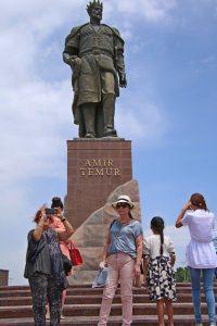 פסל לזכרו של אמיר טימור בפארק בעיר הולדתו - שאחריזבאס