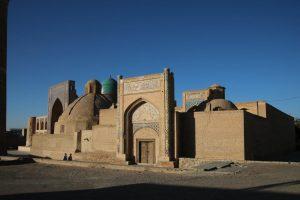 """""""ChorBaqr"""" - מבנה אדריכלי עתיק מרשים שנבנה בבוכרה במחצית השנייה של המאה ה-16. זהו מקדש לזכר נביא מוסלמי שפעל במקום באותה עת"""