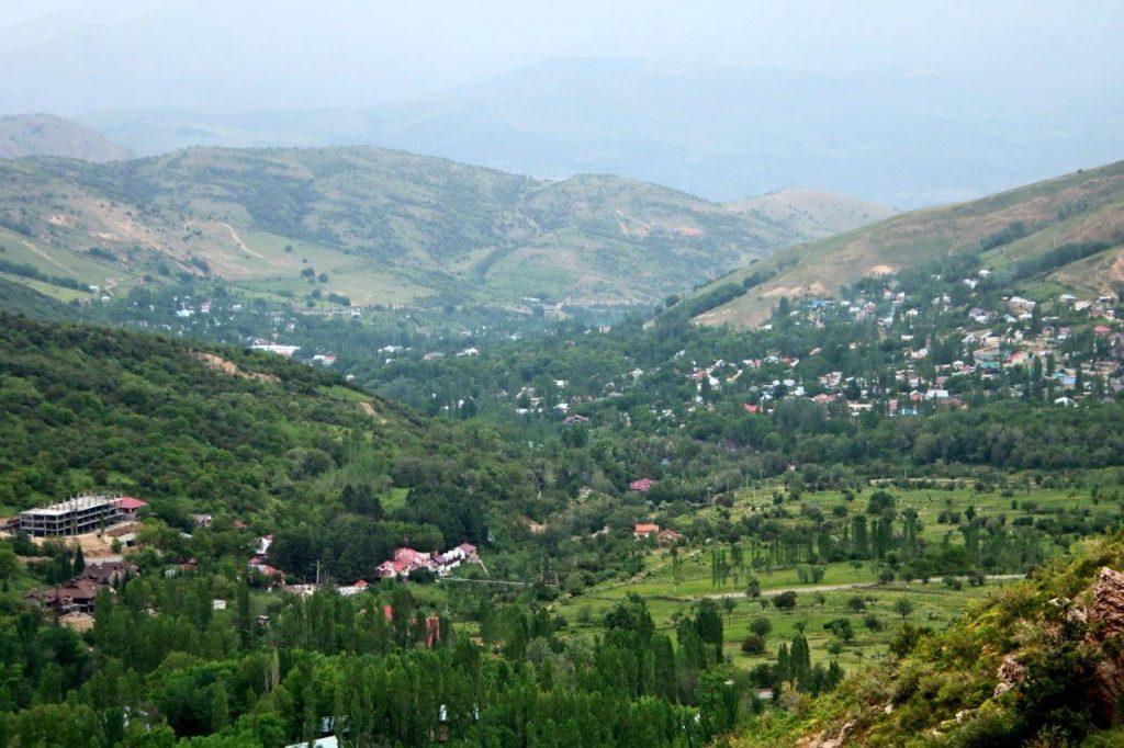 הנופים הנשקפים מראש הרי טיאן-שן באזור צ'ימגאן