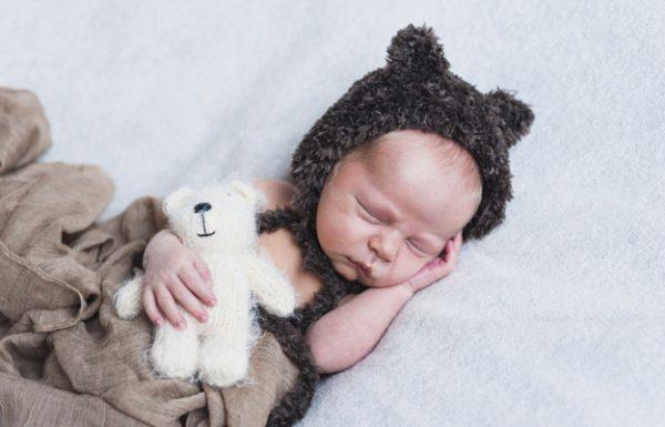 למה רוב התינוקות לא יודעים להירדם לבד?