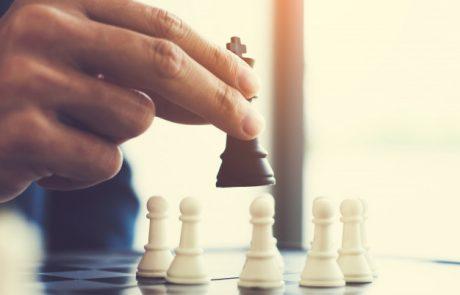 מעל לוח השחמט